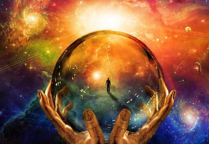 планета в руках человека