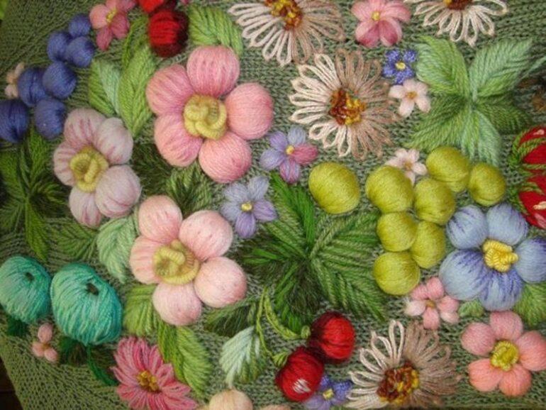 как сделать вышивку на вязаной вещи