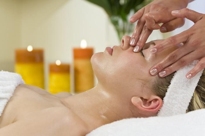 Как правильно делать медовый массаж для кожи лица