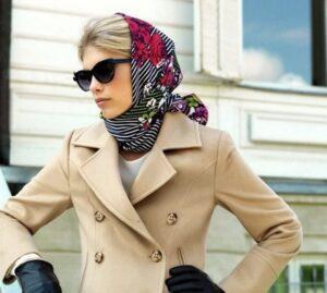 Пальто v-образным вырезом с платком