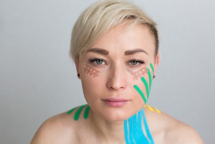 Тейпирование лица от морщин: техники и схемы эстетического тейпирования