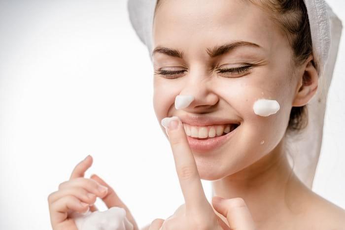Этапы и правила ежедневного ухода за лицом по типу кожи и в зависимости от возраста