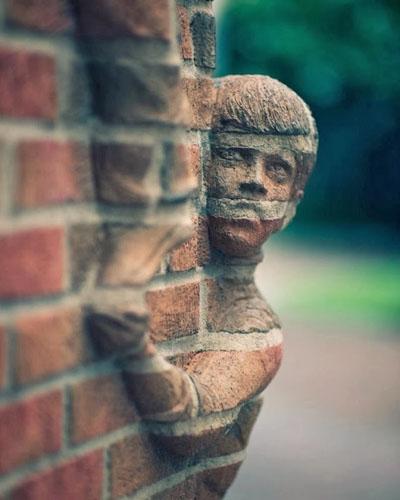 Топ скульптур из кирпича