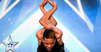 Потрясающий танец и удивительная гибкость костей