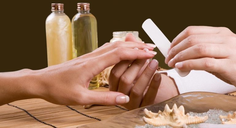 Почему слоятся ногти на руках у женщин, детей и как можно их вылечить