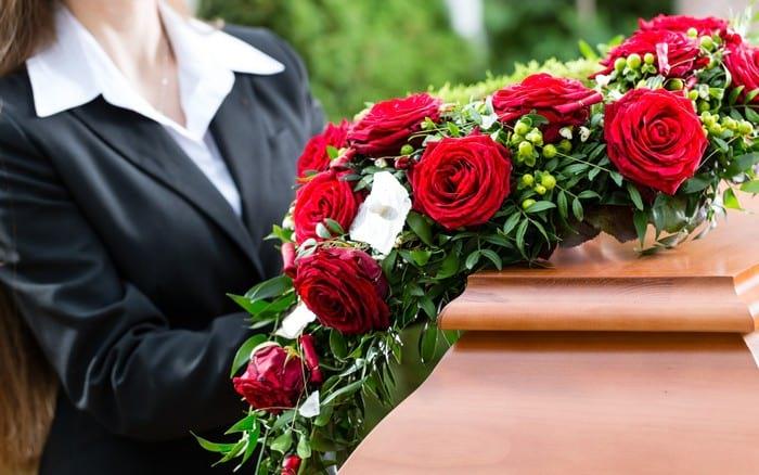 Сколько цветов принято дарить на день рождения, юбилей, свадьбу
