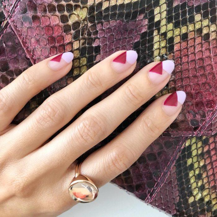 геометрические узоры на ногтях