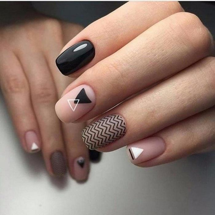 маникюр с геометрическими узорами