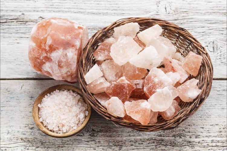 Как использовать розовую гималайскую соль дома, в бане