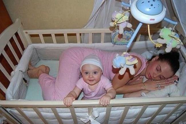 25 взрывных фото, о том, как нянчить детей в первый год жизни
