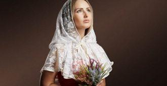 Почему в церкви женщины покрывают голову платком