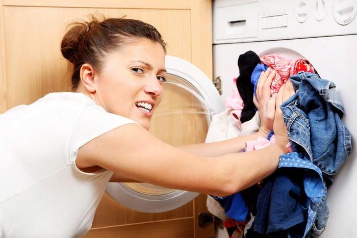 Как избавиться от жирных пятен на одежде