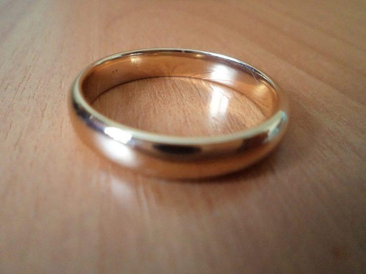 Если кольцо упало на пол