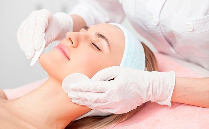 Чистка лица косметологом