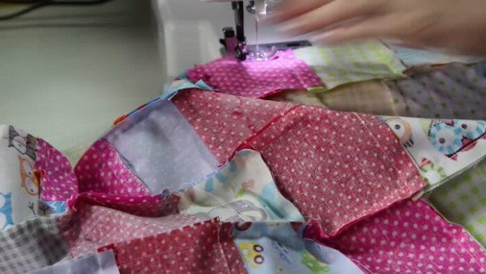 сшиваем детали одеяла