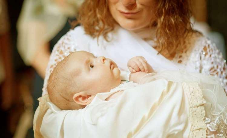 Можно ли менять крестных родителей