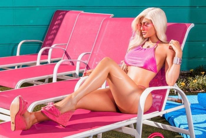 Фотосет от Кайли Дженнер: жизнь в стиле куклы Барби