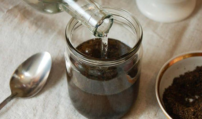 Как приготовить спиртовую настойку из подмора пчел