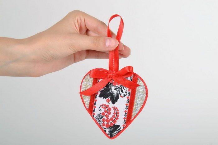 оберег в форме сердца