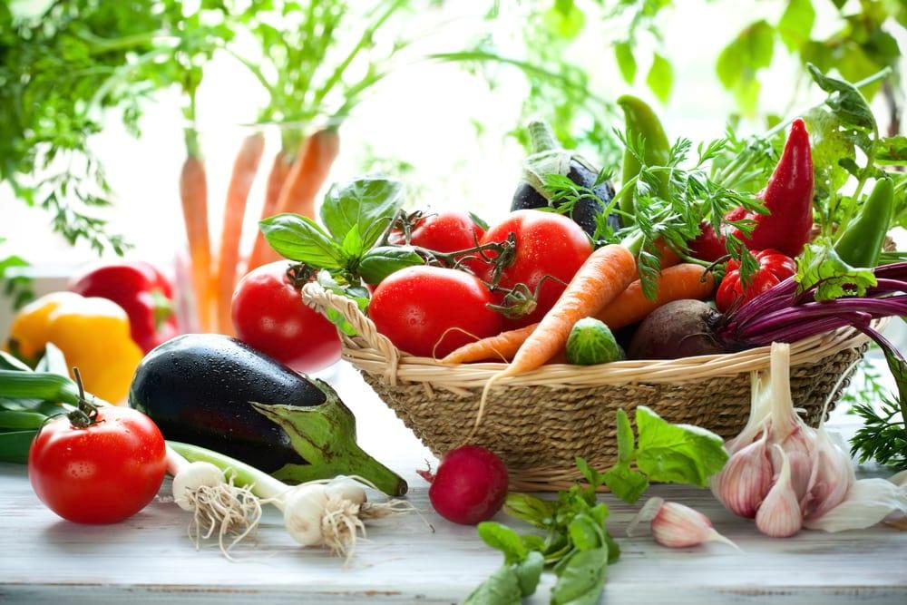 Как правильно хранить овощи и фрукты летом