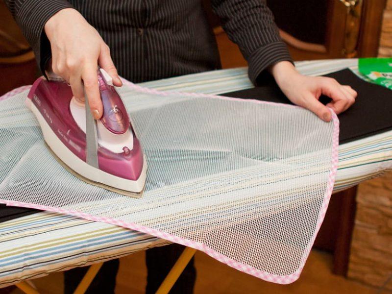 Как правильно гладить брюки со стрелками и без них: советы хозяйкам