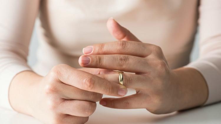 Можно ли снимать обручальное кольцо